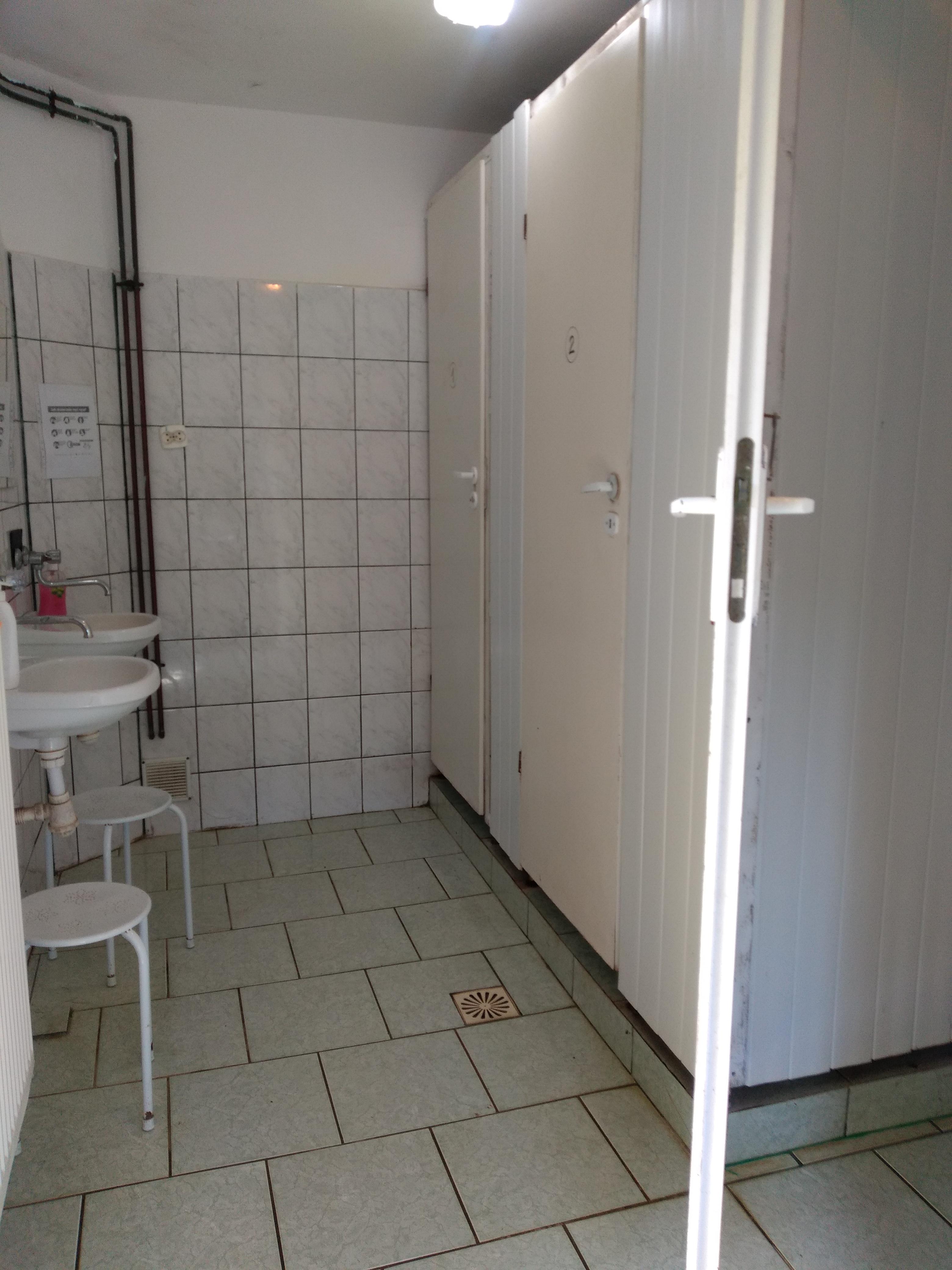 Pawilon nr 2 z ciepłymi prysznicami
